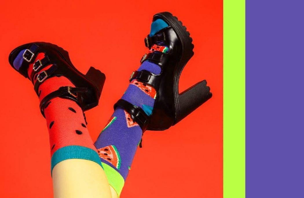 tendance des-chaussettes-et-des-sandales